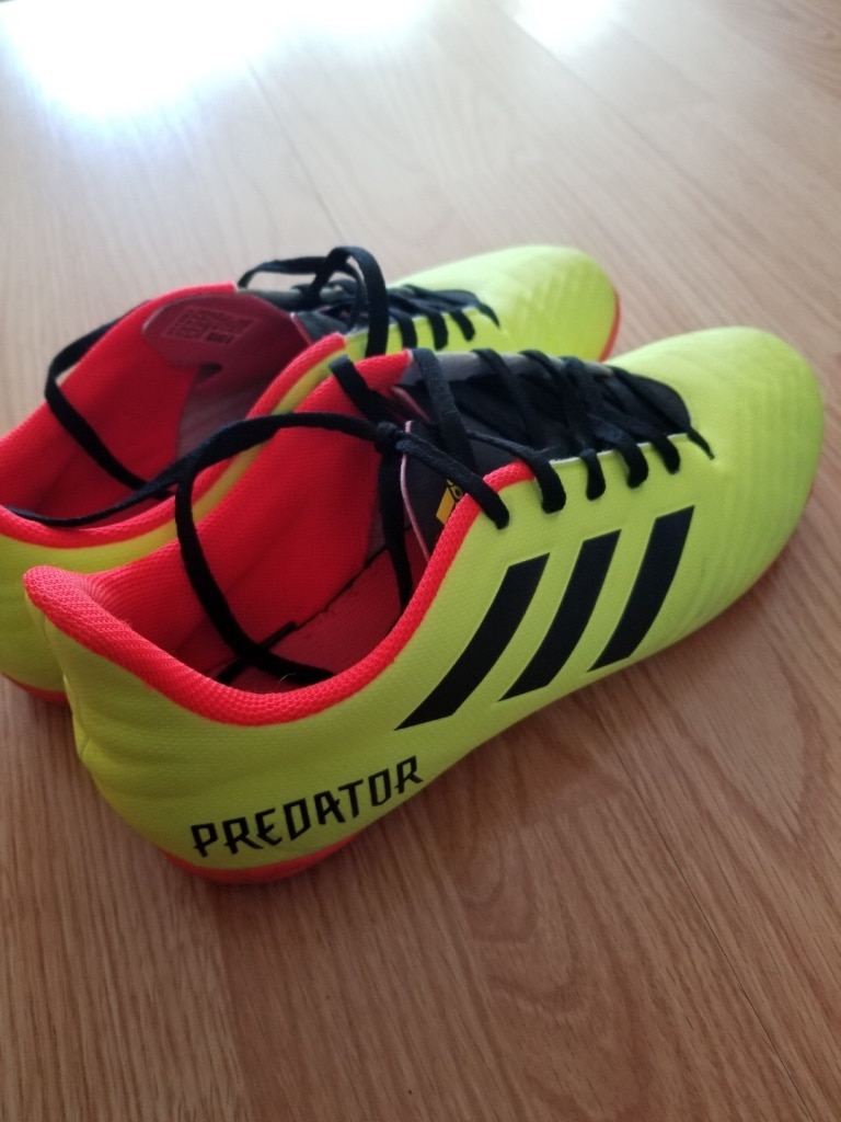 Photo Adidas predator Indoor soccer cleats, size US size 9.5
