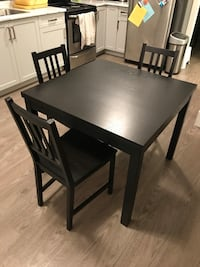 IKEA extendable dining table. 4-6 people