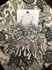 Statement earrings  Mississauga, L5M