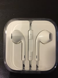 Apple wired earbuds - **pickup downtown near Jarvis and Wellesley ** Toronto, M4Y 1J1