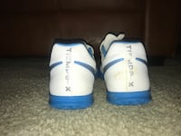 Indoor soccer shoes blue and white tiempo size 8 Vienna, 22180