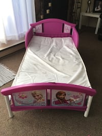 Toddler bed  Coquitlam, V3B
