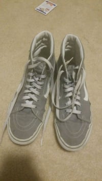 pair of gray low-top sneakers 38 mi