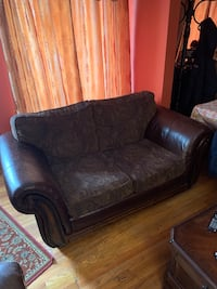 Leather 2 seat arm chair New York, 11433