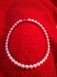 White freshwater Cultured chocker pearl necklace.