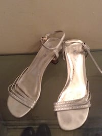 Silver sandal small heels size 9 New York, 10019