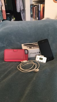 Black 8G iPhone 4s with box, case, iTrip Surrey, V3S 8T1