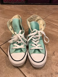 Size 7 high top converse sneakers Johnston, 02919