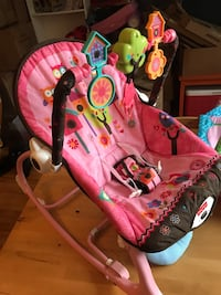 baby's pink and white bouncer Hampstead, H3X 2E8