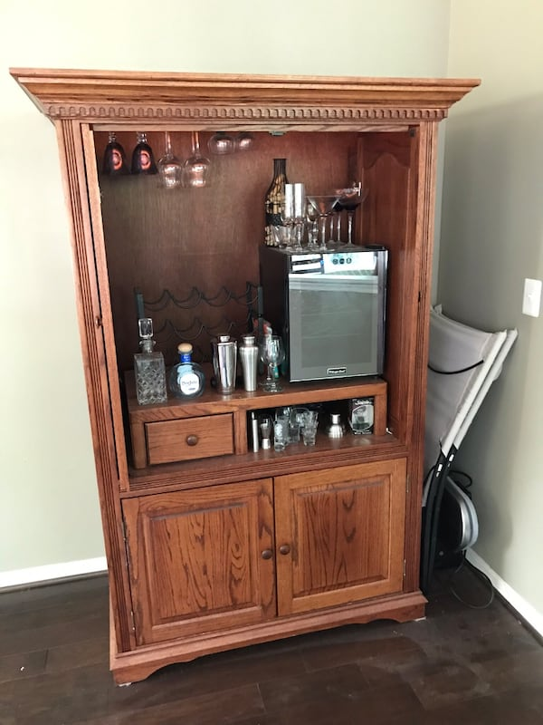 Available till 10/4 - Armoire/TV Cabinet/Wine cabinet f48acd47-cfc7-4efd-804d-3d6f69c639d0
