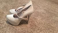 Pair of white leather heeled pointed-toe platform shoes Colorado Springs, 80918