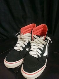 pair of black-and-white Nike basketball shoes Madera, 93638