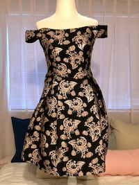Black and gold off the shoulder semi formal dress -- size XS Coral Springs, 33065