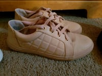 pair of blush low-top sneakers  Melbourne, 32934