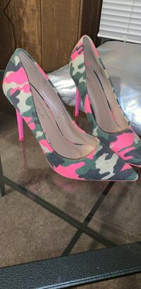 Hot! Pink high heel with olive green Fatigue Chicago, 60607