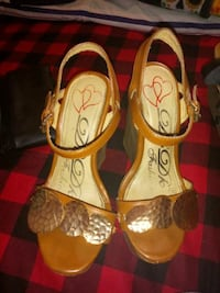 pair of brown leather flats 1954 mi