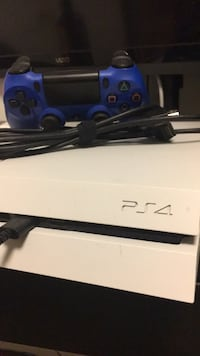PlayStation 4 500gb + blue controller + COD Toronto, M6G 3R2