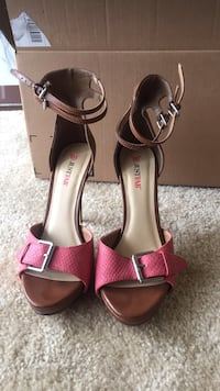 Pair of brown leather open toe ankle strap heels Herndon, 20170