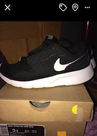 Kids nike sneakers size 3 Fall River