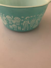 Vintage 1 quart Pyrex Bowl with the Amish pattern  Pasadena, 91104
