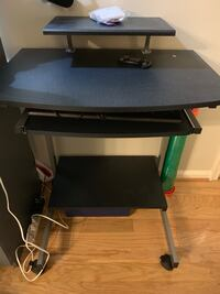 Simple desk brand new comes with smart card key board for free Falls Church, 22042