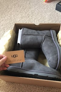 NEW UGGS! Elkridge