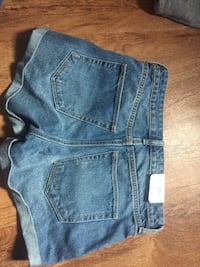 Brand New H&M Mom Jean Shorts 586 km