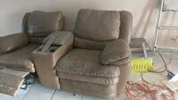 FREE leather sofa footrest on one will not go down Hialeah, 33018