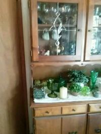 white wooden framed glass display cabinet Wenatchee, 98801
