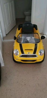 yellow and black ride on toy car Richmond Hill, L4C