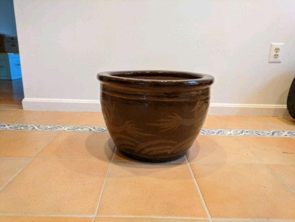 100 Year Old Chinese Egg Pot ea026f17-a6aa-4c79-b01b-146073cab642
