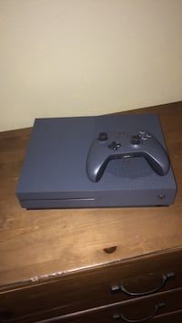 black Xbox One console with controller Meridian, 83642