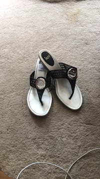 pair of white-and-black leather sandals Fort Washington, 20744