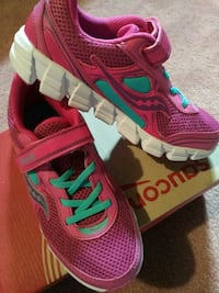 New with box Saucony size 3 girl running shoes Markham, L6C