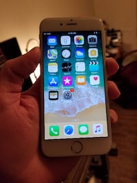 White IPhone Iphone 6 64 GB - Fido/Rogers $280 firm