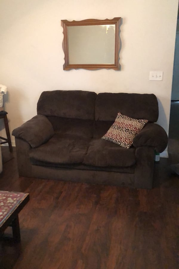 Couch 2f7113a0-25fe-4a10-8c75-02b868bb49b2