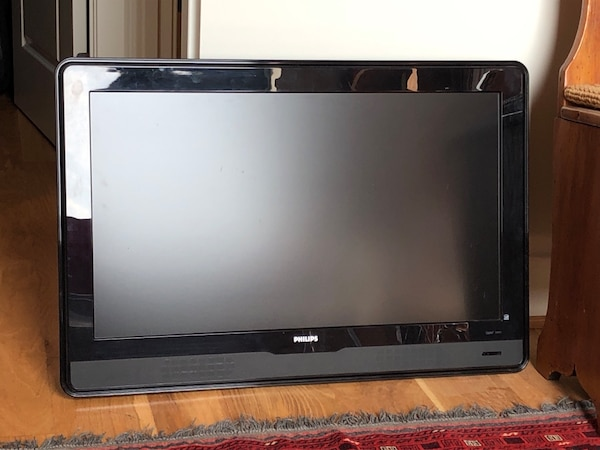 """Philips 37"""" TV with remote and mounting bracket 35b23f2f-c246-4cf4-a390-4194b2199173"""