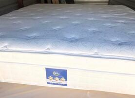 King size pillow top mattress plush comes with boxspring Perfect