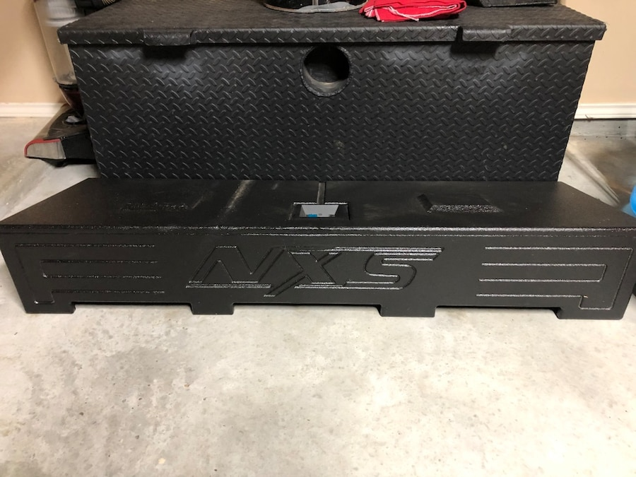 Photo Nxs sub box with subs and built in amp and 2-10 inch subs
