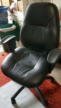 black leather office rolling armchair Markham, L3R 1V4