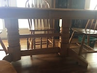 Oak wooden table with 8 chairs  Regina, S4X 0C1