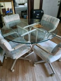 HAVE A NICE GLASS TOP TABLE AND 4 CHAIRS GREAT CON Daytona Beach, 32114