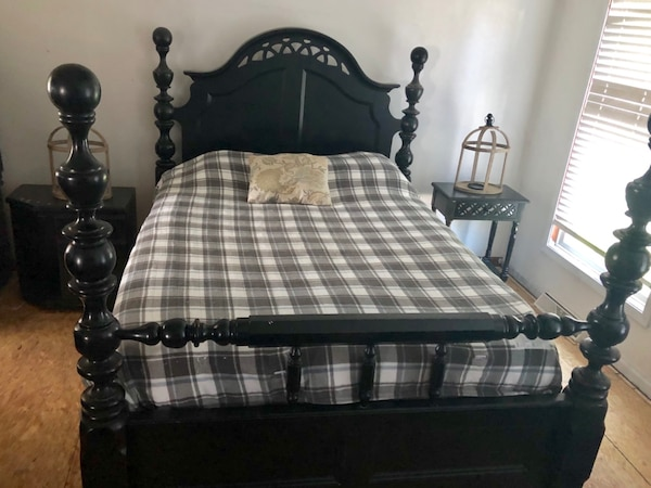 Farmhouse style Queen 4 post bedroom set