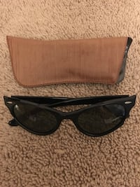 Black oakley sports sunglasses with pouch 1970 Toronto, M9W 2N7