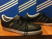 Pair of black adidas low-top sneakers with box Toronto, M5R 3H8