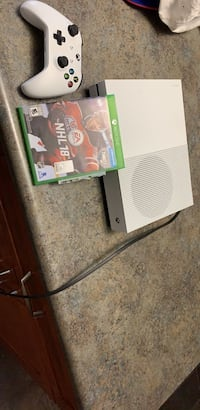 Xbox one, comes with NHL 18 and one controller Welland, L3B 4R9