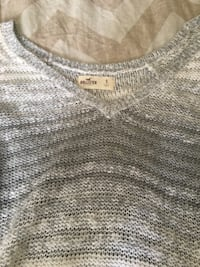 White / Gray holister sweater  42 km