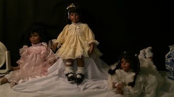 Porcelain american dolls. Collector Items.