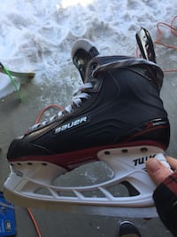 New Bauer vapours worn twice just sharpened. Edmonton, T5T