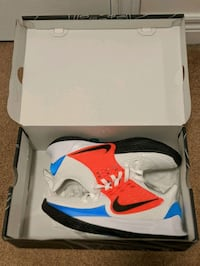 Kyrie low 2 size 9 or 10  Toronto, M6A 2T9
